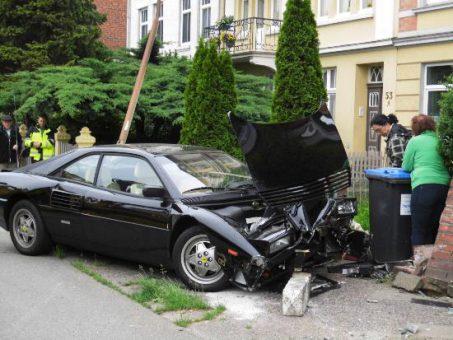 tbf300516_Ferrari-demoliert_Kroeger.jpg012