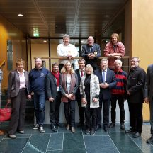 Gabriele Hiller-Ohm, MdB, mit weiteren SPD-Bundestagsabgeordneten und Vertretern von GSHW und Traditionsschiffsvereinen im Bundestag (Foto: Hiller-Ohm)