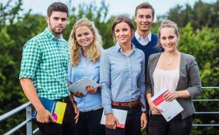 Verbinden Theorie und Praxis - duale Studierende an der Wirtschaftsakademie