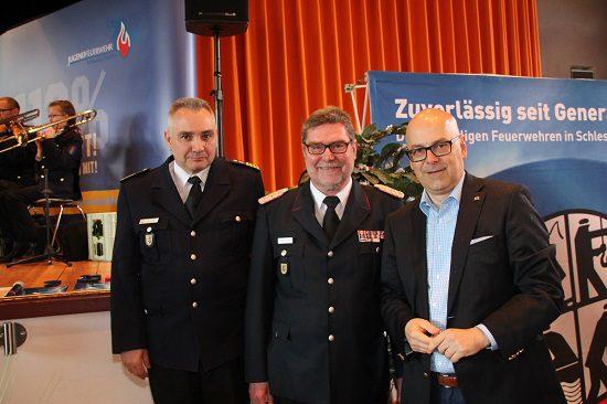 Foto: MP Torsten Albig, Landesbrandmeister Detlef Radtke und dessen Stellvertreter Dr. Ralf Kirchhoff