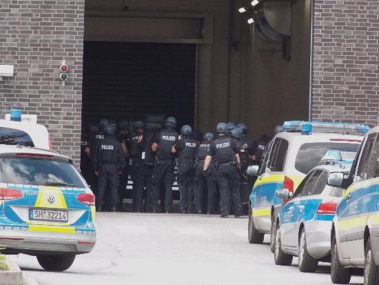 tbf060817_JVA Luebeck_Polizeiaufgebot_Freywald_006