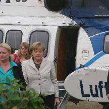 tbgf150813_Merkel-Hubschrauber-Kroeger_005