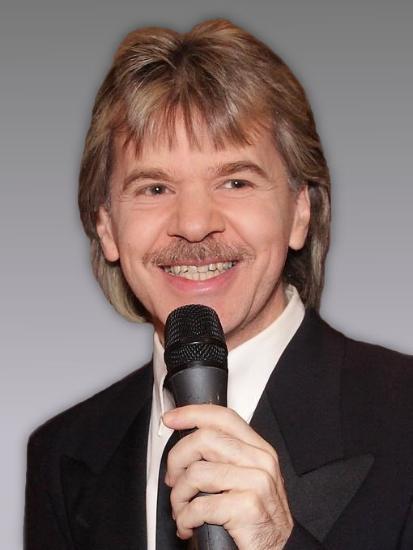 Moderator Mike Dee