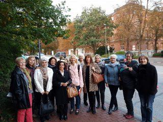 Foto: Lübeckerinnen besuchten den Landtag in Kiel; Foto: Susan Al-Salihi
