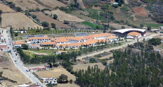 El Hospital Diospi Suyana desde el aire_1 - Kopie