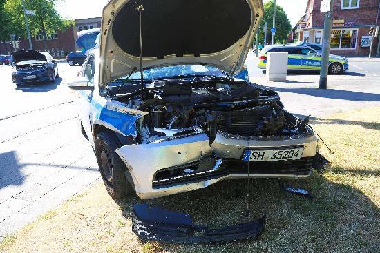 tbf070618_Neumuenster_Unfall mit Polizeiwagen_Nyfeler_002
